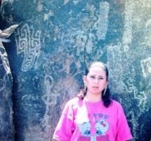 Rossy-en-Petroglifos-de-La-Calera-3-215x300